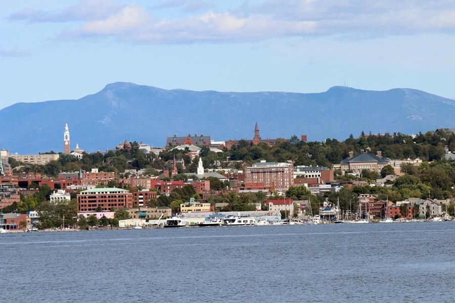http://jessicaremmey.com/wp-content/uploads/2011/11/Burlington-VT-Lake-Champlain_small.jpg